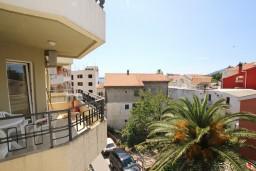 Вид. Рафаиловичи, Черногория, Рафаиловичи : Апартамент с отдельной спальней, 70 метров до моря
