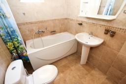 Ванная комната. Рафаиловичи, Черногория, Рафаиловичи : Студия в Рафаиловичи в 70 метрах от моря