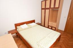 Спальня 2. Рафаиловичи, Черногория, Рафаиловичи : Апартамент для 5-9 человек, с 2-мя отдельными спальнями, 70 метров до моря