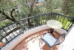 Балкон. Будванская ривьера, Черногория, Петровац : Апартамент для 4-5 человек, с 2-мя отдельными спальнями, с балконом с видом на море