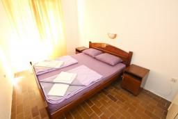 Спальня 2. Бечичи, Черногория, Бечичи : Апартамент для 5-6 человек, с 2-мя отдельными спальнями, с большой гостиной, с террасой