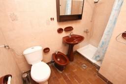 Ванная комната. Бечичи, Черногория, Бечичи : Апартамент для 5-6 человек, с 2-мя отдельными спальнями, с большой гостиной, с террасой