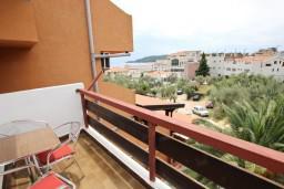 Балкон. Будванская ривьера, Черногория, Бечичи : Апартамент для 6 человек, с 2-мя отдельными спальнями, с большой гостиной, с балконом с видом на море