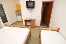 Студия (гостиная+кухня). Будванская ривьера, Черногория, Петровац : Студия для 3 человек