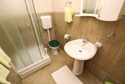 Ванная комната. Будванская ривьера, Черногория, Петровац : Студия для 3 человек