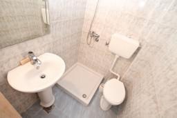Ванная комната 2. Боко-Которская бухта, Черногория, Столив : Апартамент для 4-6 человек, с 2-мя отдельными спальнями, с 2-мя ванными комнатами, 15 метров до моря