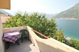Балкон. Боко-Которская бухта, Черногория, Столив : Студия с балконом с шикарным видом на залив, возле пляжа