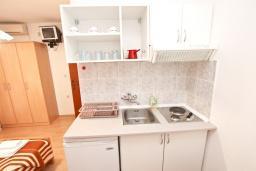 Кухня. Бечичи, Черногория, Бечичи : Студия для 2 человек
