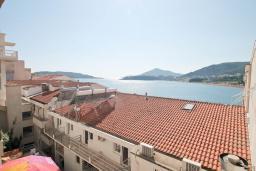 Вид на море. Рафаиловичи, Черногория, Рафаиловичи : Студия с балконом и видом на море на берегу моря в Рафаиловичах