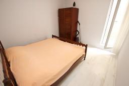 Спальня 2. Будванская ривьера, Черногория, Рафаиловичи : Апартамент с 2-мя спальнями и балконом с шикарным видом на море, на первой линии в Рафаиловичи