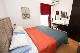 Спальня 2. Будванская ривьера, Черногория, Святой Стефан : Апартамент для 4-7 человек, с 2-мя отдельными спальнями, с 2-мя ванными комнатами (в одной из них сауна), с большой террасой с шикарным видом на море