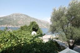 Вид на море. Боко-Которская бухта, Черногория, Столив : Студия с балконом с видом на залив, возле пляжа