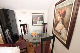 Обеденная зона. Будванская ривьера, Черногория, Будва : Современный апартамент в старом городе Будвы