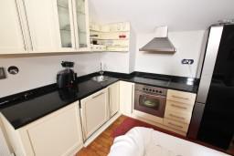 Кухня. Будванская ривьера, Черногория, Будва : Современный апартамент в старом городе Будвы