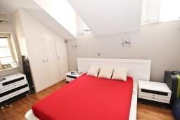 Спальня. Будванская ривьера, Черногория, Будва : Современный апартамент в старом городе Будвы