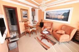 Боко-Которская бухта, Черногория, Пераст : Современный апартамент для 2-4 человек, с отдельной спальней, с террасой с видом на море, 100 метров до пляжа