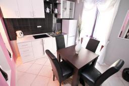 Боко-Которская бухта, Черногория, Пераст : Люкс апартамент для 2-4 человек, с отдельной спальней, 100 метров до пляжа