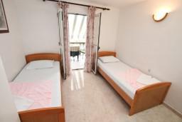 Гостиная. Боко-Которская бухта, Черногория, Ораховац : Двухэтажный апартамент с 1 спальней и балконом с шикарным видом на море в 10 метрах от пляжа