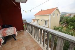 Балкон. Будванская ривьера, Черногория, Кримовица : Апартамент с отдельной спальней, с балконом с видом на море