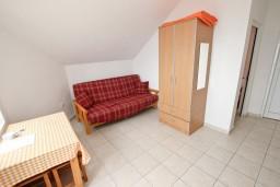 Гостиная. Будванская ривьера, Черногория, Кримовица : Апартамент для 3-5 человек, с отдельной спальней, с балконом с видом на море