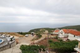 Вид на море. Будванская ривьера, Черногория, Кримовица : Апартамент для 3-5 человек, с отдельной спальней, с балконом с видом на море
