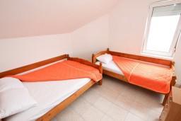 Спальня. Будванская ривьера, Черногория, Кримовица : Апартамент с отдельной спальней, с балконом с видом на море