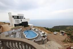 Вид на море. Будванская ривьера, Черногория, Кримовица : Апартамент с отдельной спальней, с балконом с видом на море