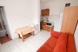 Студия (гостиная+кухня). Будванская ривьера, Черногория, Кримовица : Студия для 2 человек, с балконом с видом на море