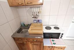 Кухня. Будванская ривьера, Черногория, Кримовица : Студия для 2 человек, с балконом с видом на море