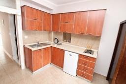 Боко-Которская бухта, Черногория, Пераст : Апартамент для 6 человек, с отдельной спальней, 20 метров до моря