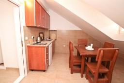 Кухня. Боко-Которская бухта, Черногория, Пераст : Апартамент для 6-8 человек, с 3-мя отдельными спальнями, 20 метров до моря
