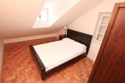 Спальня 3. Боко-Которская бухта, Черногория, Пераст : Апартамент для 6-8 человек, с 3-мя отдельными спальнями, 20 метров до моря