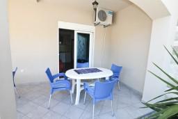 Боко-Которская бухта, Черногория, Столив : Апартамент для 3-5 человек, с отдельной спальней, с террасой с видом на море, 10 метров до пляжа