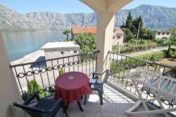 Вид на море. Боко-Которская бухта, Черногория, Столив : Люкс апартамент с отдельной спальней, с балконом с видом на море, 10 метров до пляжа