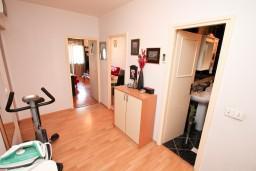 Боко-Которская бухта, Черногория, Доброта : Апартамент для 2-4 человек, с отдельной спальней