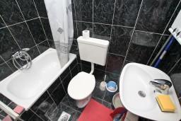 Боко-Которская бухта, Черногория, Прчань : Апартамент для 3-5 человек, с отдельной спальней, 10 метров до моря