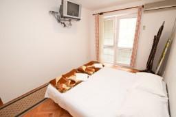 Гостиная. Будванская ривьера, Черногория, Рафаиловичи : Апартамент с отдельной спальней, с террасой, возле моря