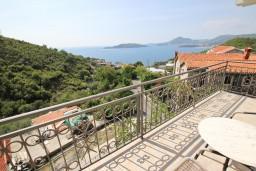 Балкон. Будванская ривьера, Черногория, Пржно : Апартамент для 5 человек, с 2-мя отдельными спальнями, с балконом с видом на море