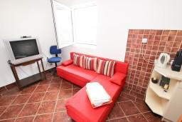 Гостиная. Будванская ривьера, Черногория, Пржно : Апартамент для 4-5 человек, с 2-мя отдельными спальнями, с 2-мя балконами