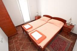 Спальня 2. Будванская ривьера, Черногория, Пржно : Апартамент для 4-5 человек, с 2-мя отдельными спальнями, с 2-мя балконами