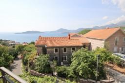 Вид на море. Будванская ривьера, Черногория, Пржно : Апартамент для 4-5 человек, с 2-мя отдельными спальнями, с 2-мя балконами