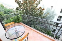 Балкон. Будванская ривьера, Черногория, Будва : Современный апартамент с отдельной спальней, с 2-мя балконами