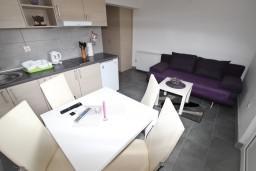 Будванская ривьера, Черногория, Булярица : Апартамент для 2-4 человек, с отдельной спальней, с балконом