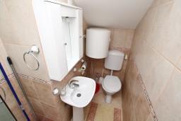 Ванная комната. Боко-Которская бухта, Черногория, Кавач : Апартамент с отдельной спальней