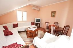 Гостиная. Боко-Которская бухта, Черногория, Кавач : Апартамент с отдельной спальней