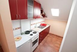 Кухня. Боко-Которская бухта, Черногория, Кавач : Апартамент с отдельной спальней