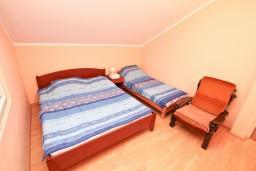 Спальня. Боко-Которская бухта, Черногория, Кавач : Апартамент с отдельной спальней