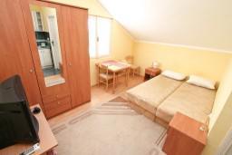 Студия (гостиная+кухня). Боко-Которская бухта, Черногория, Кавач : Студия для 2 человек