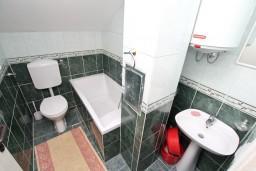 Ванная комната. Боко-Которская бухта, Черногория, Кавач : Студия для 2 человек