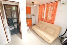 Гостиная. Боко-Которская бухта, Черногория, Доброта : Уютный домик с отдельной спальней и с террасой